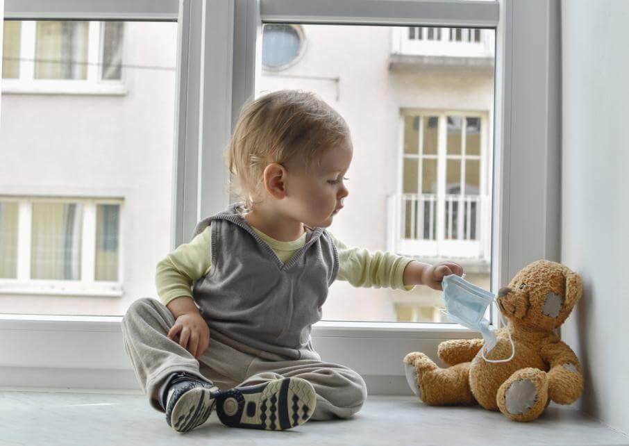 В Японии заявили об опасности медицинских масок для маленьких детей