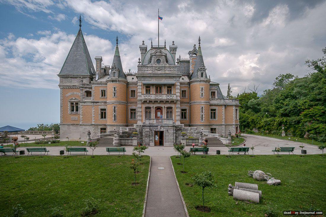 территорию дворца