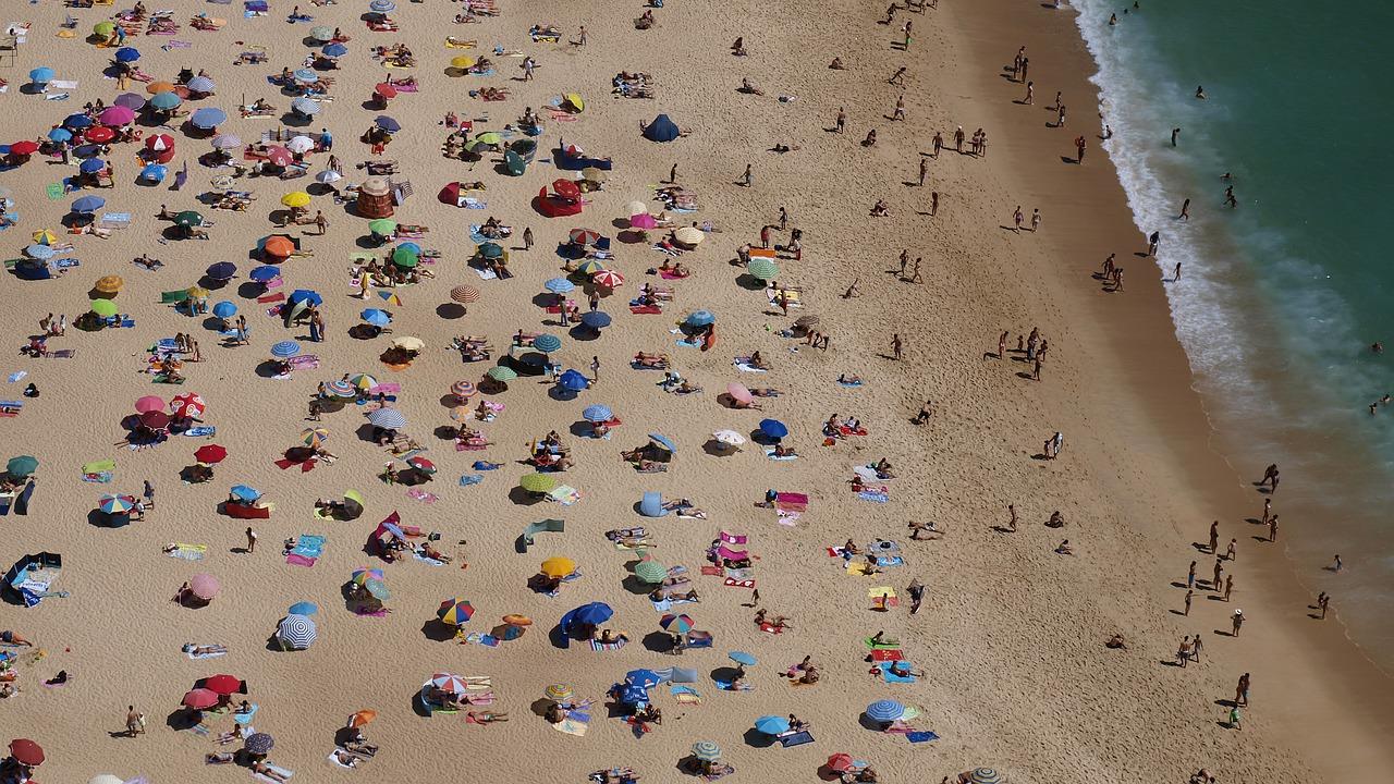 Не все россияне готовы соблюдать дистанцию на пляжах — данные опроса