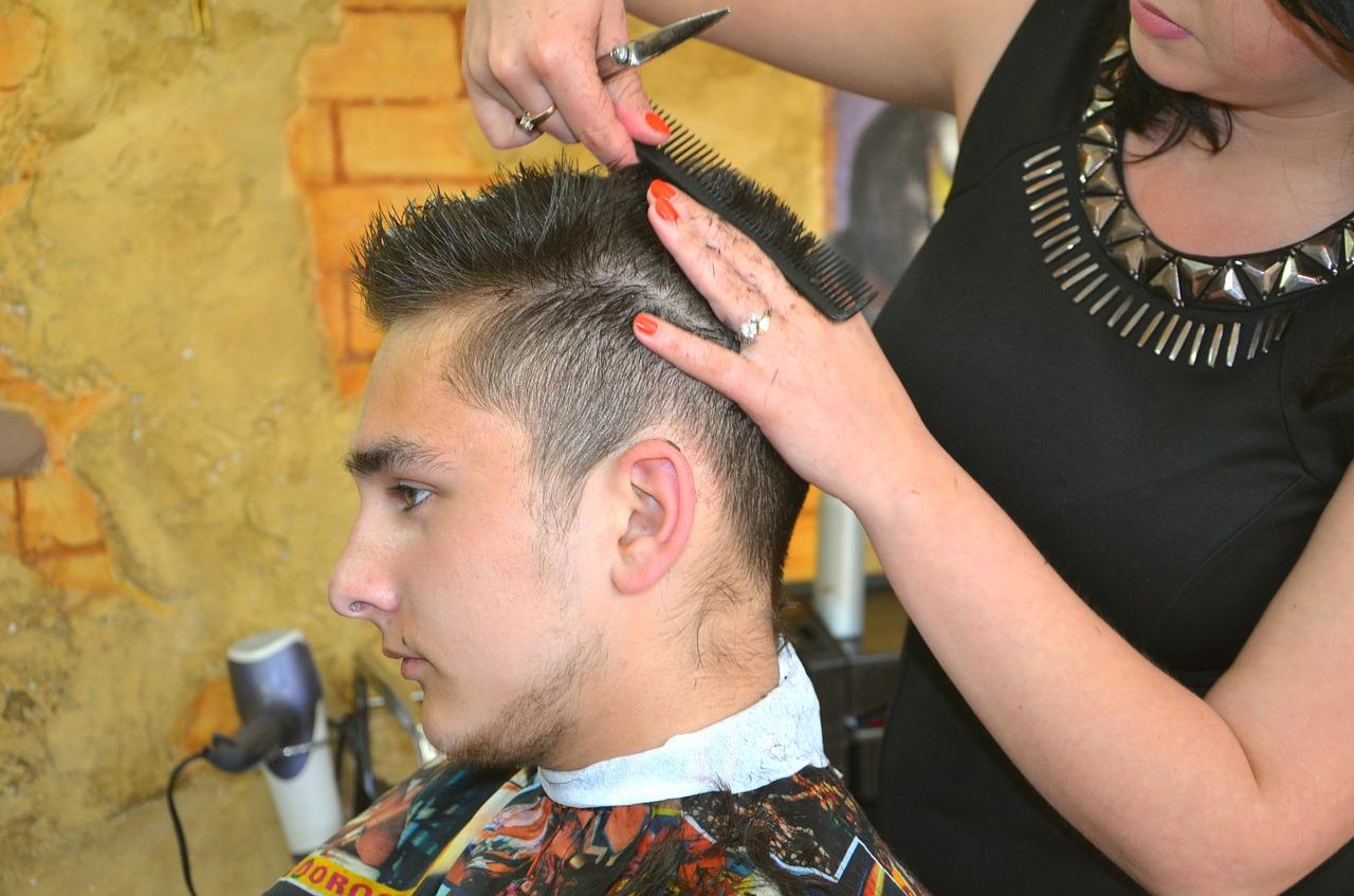 С сегодняшнего дня в Севастополе открываются парикмахерские и стоматологии