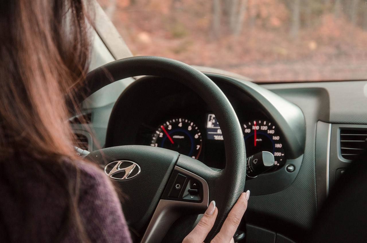 Сбила мопедиста и скрылась: в Крыму автоледи лишили водительских прав