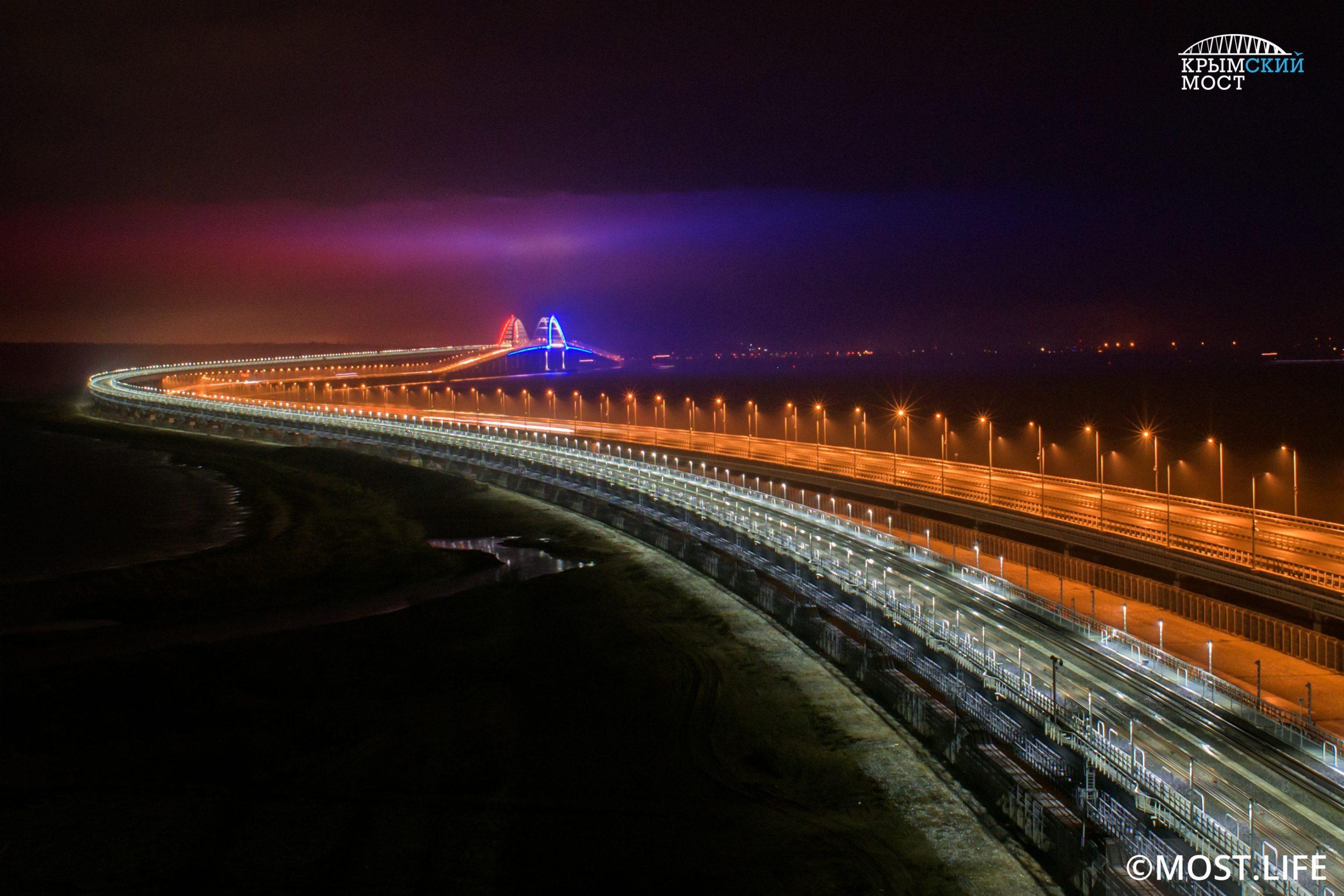 На Крымском мосту отмечается резкое увеличение трафика