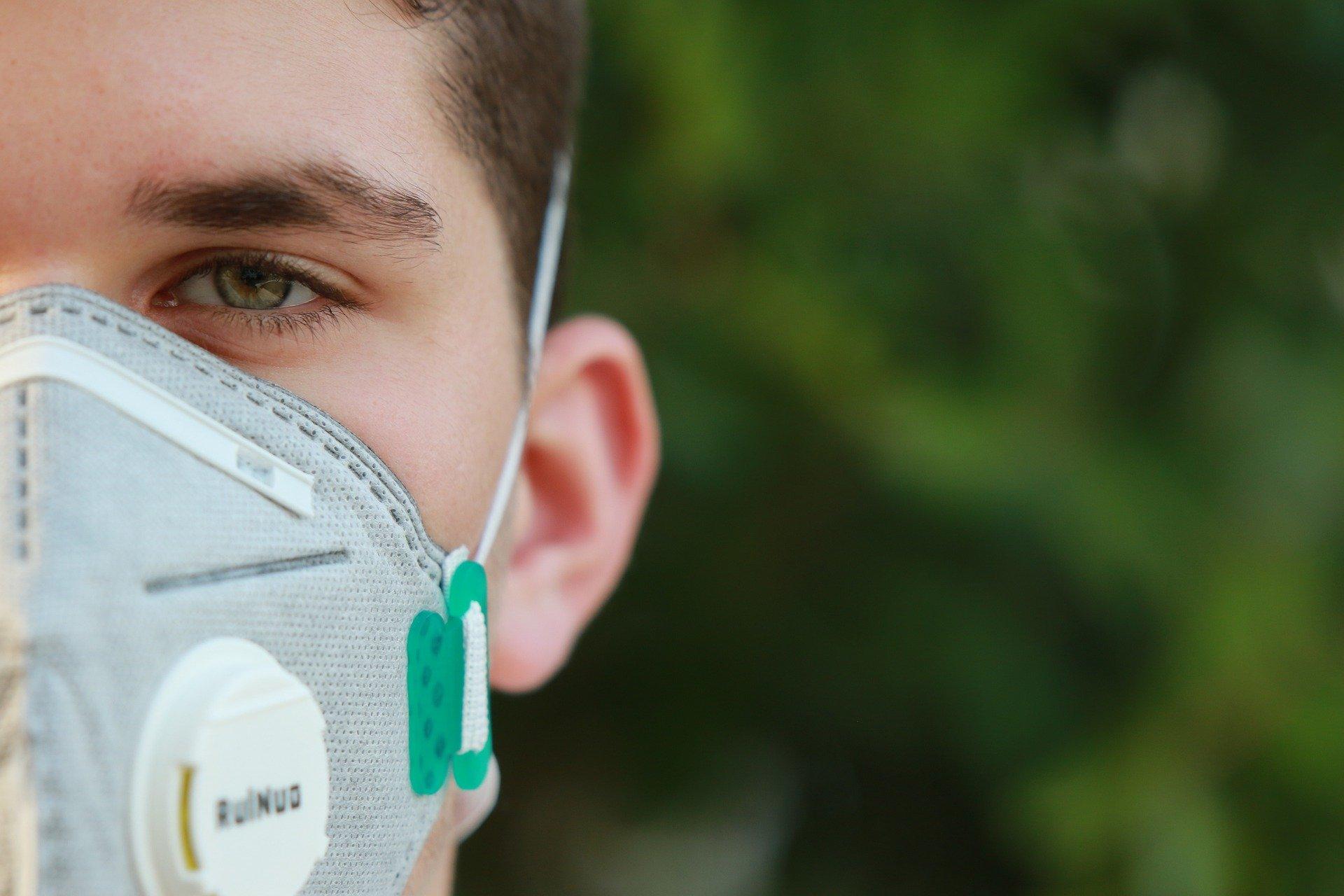 Врачи назвали редкий смертельный симптом коронавируса для молодых людей