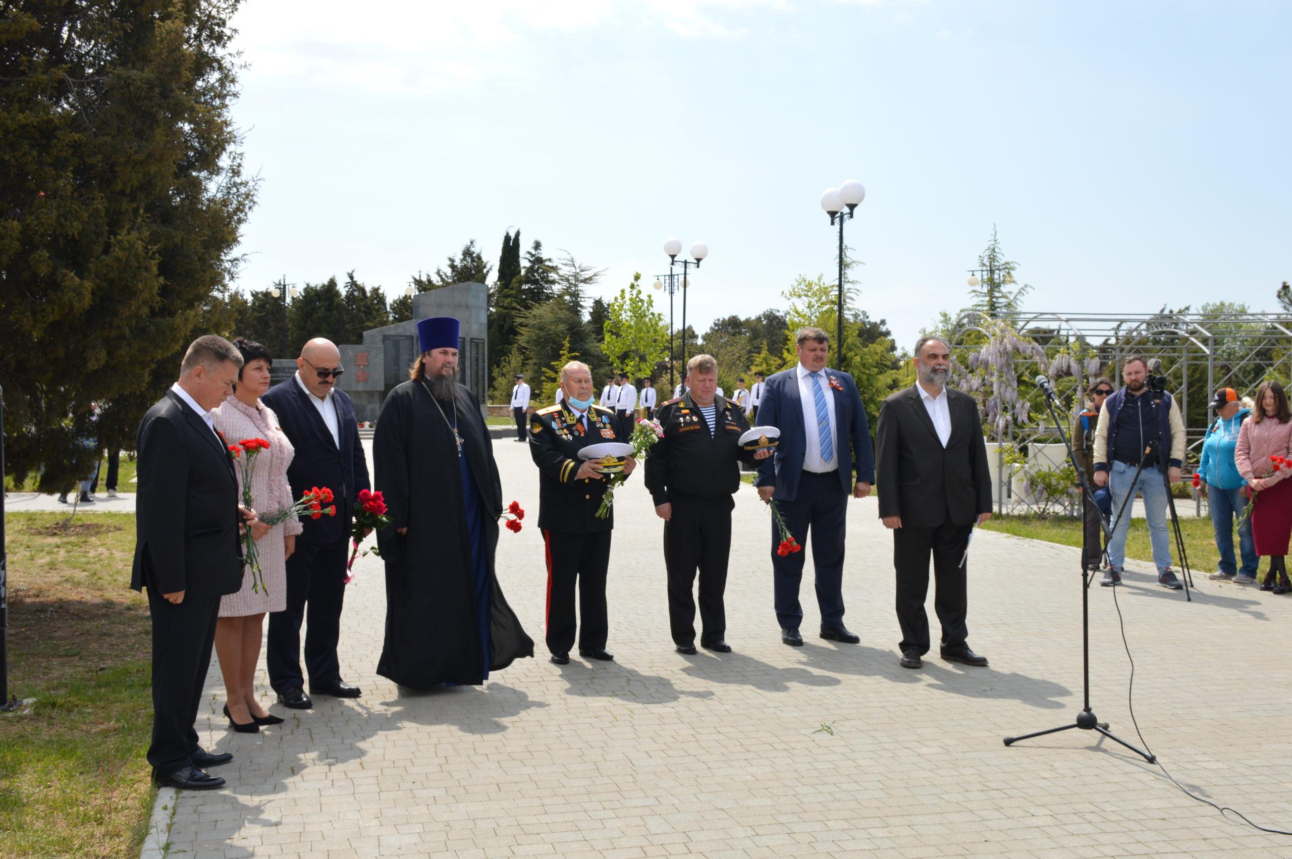 В день 75-летия Победы в Севастополе почтили память героев