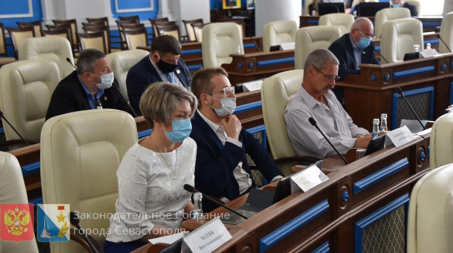 Депутат Горелов вновь попался на несоблюдении масочного режима
