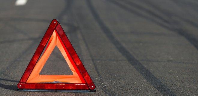 В Крыму мопедист с пассажиром на скорости врезались в подпорную стену