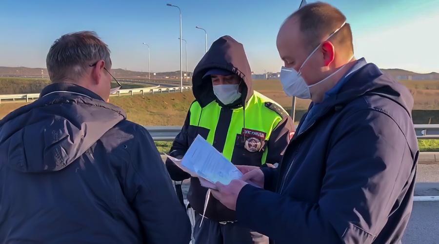 Рекордное число автомобилей за сутки не пропустили по мосту в Крым