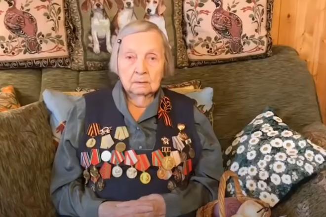 98-летняя ветеран ВОВ с помощью видеоблога собрала для медиков больше 1 миллиона рублей