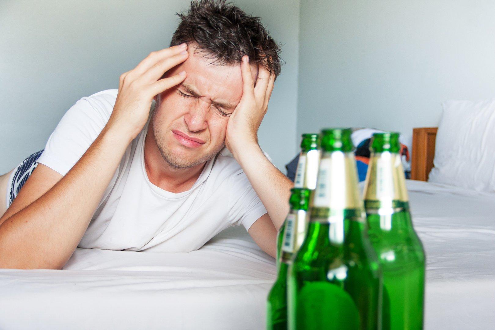 Ранние симптомы COVID-19 похожи на похмелье