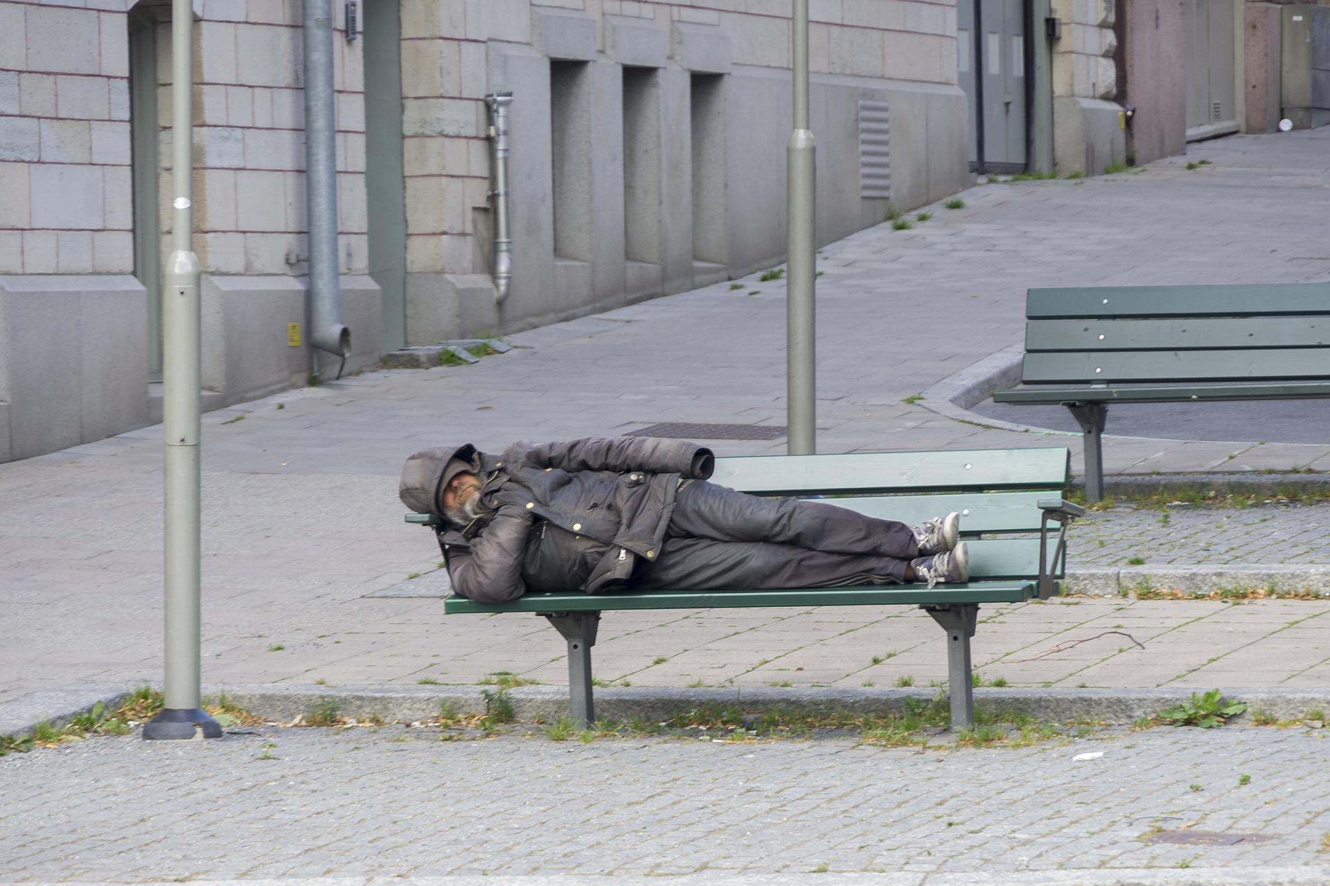 Два крымских студента пойдут под суд за избиение бездомного