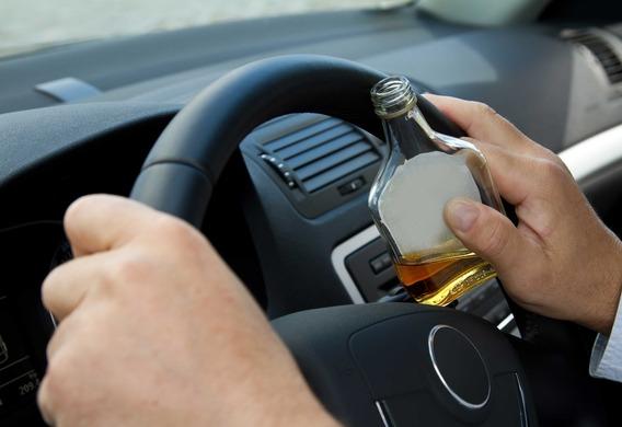 В Крыму пьяный водитель Audi ударил автоинспектора