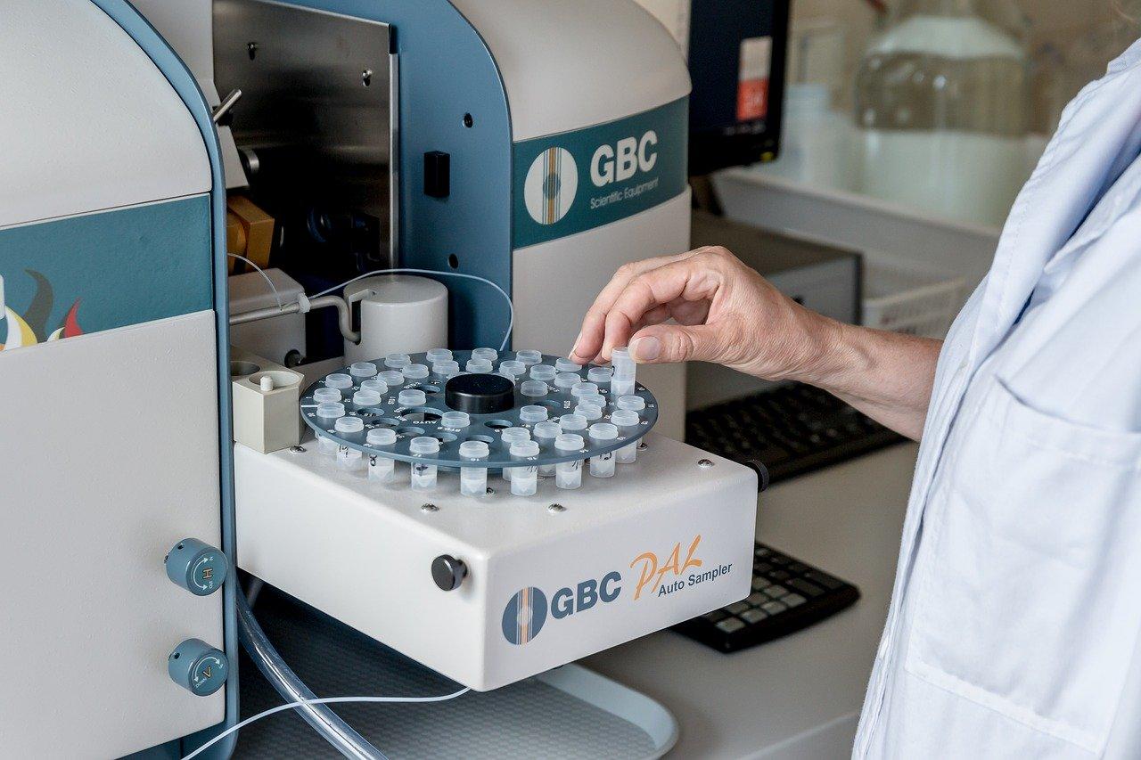 Фармацевт из Индии умер после испытания на себе «лекарства» от коронавируса