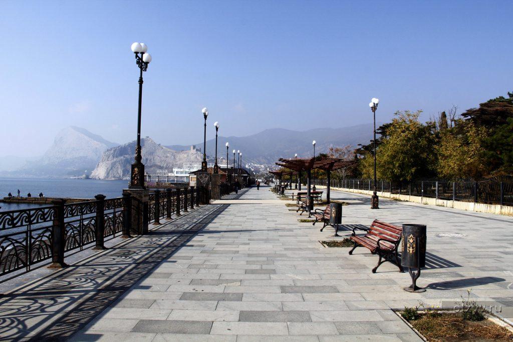 В Крыму открывают набережные для прогулок