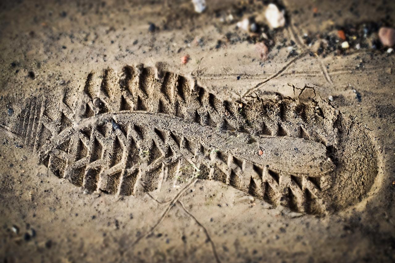 В Крыму увяз в грязи автомобиль с женщиной и двумя детьми