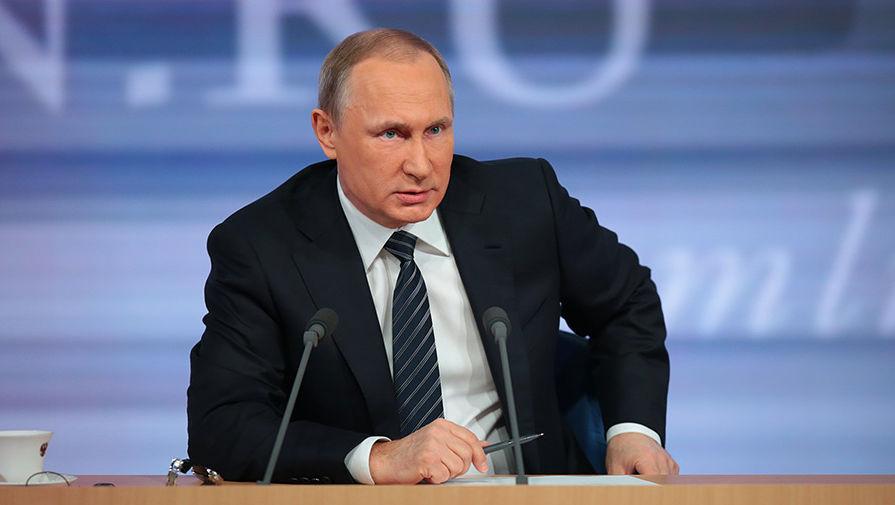 Путин жестко отчитал чиновников за «канитель» с выплатами медикам