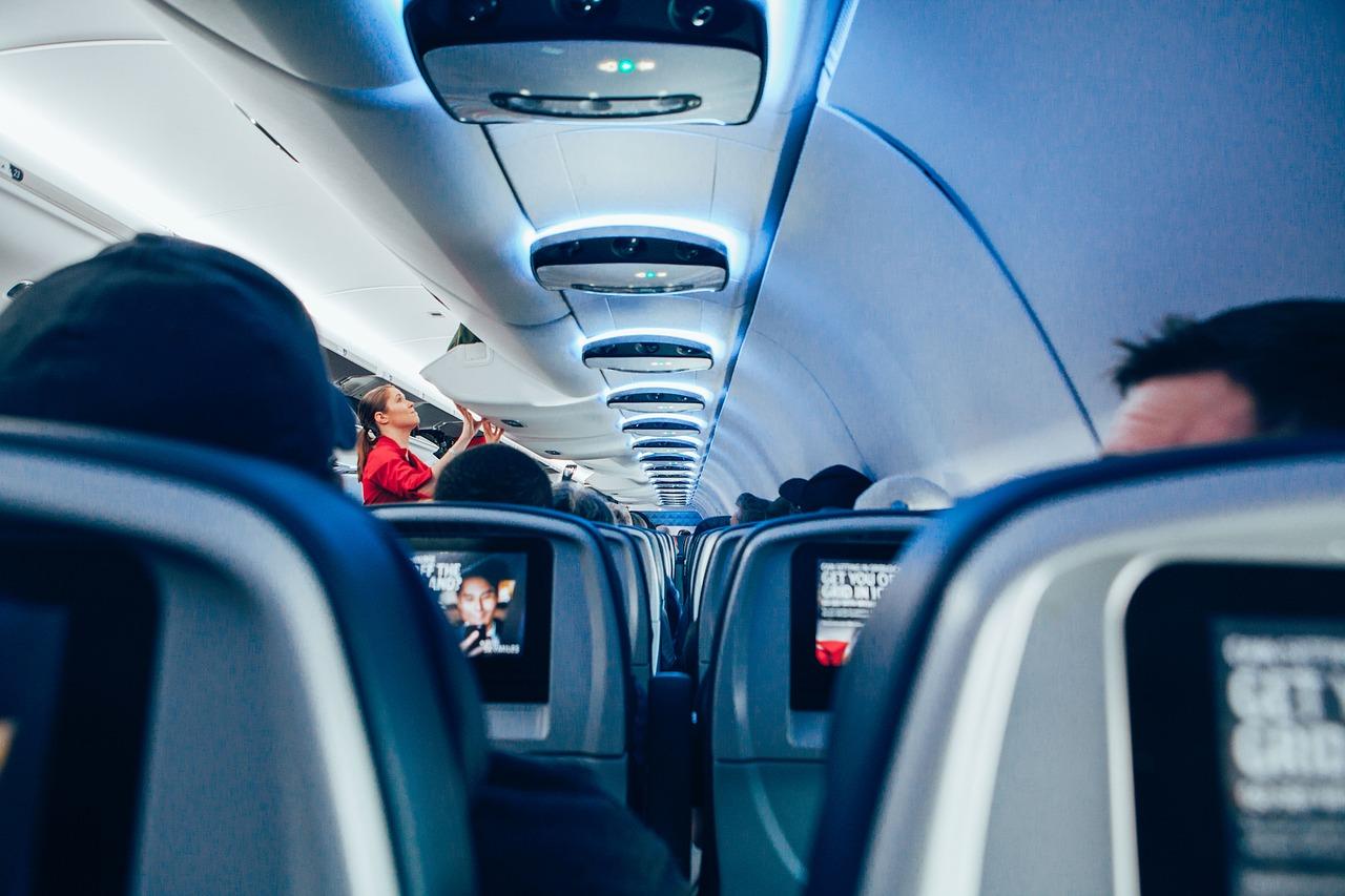 Стюардесса назвала самое грязное место на борту самолета