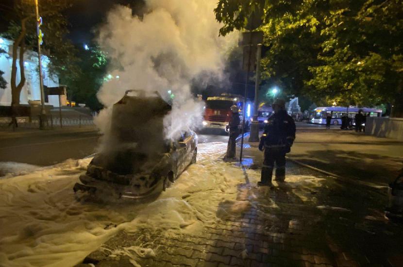 В центре Севастополя случилось ДТП с возгоранием