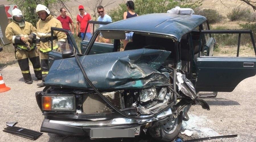 В Крыму столкнулись ВАЗ и рейсовый автобус
