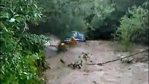 В Крыму автомобиль с людьми унесло течением реки