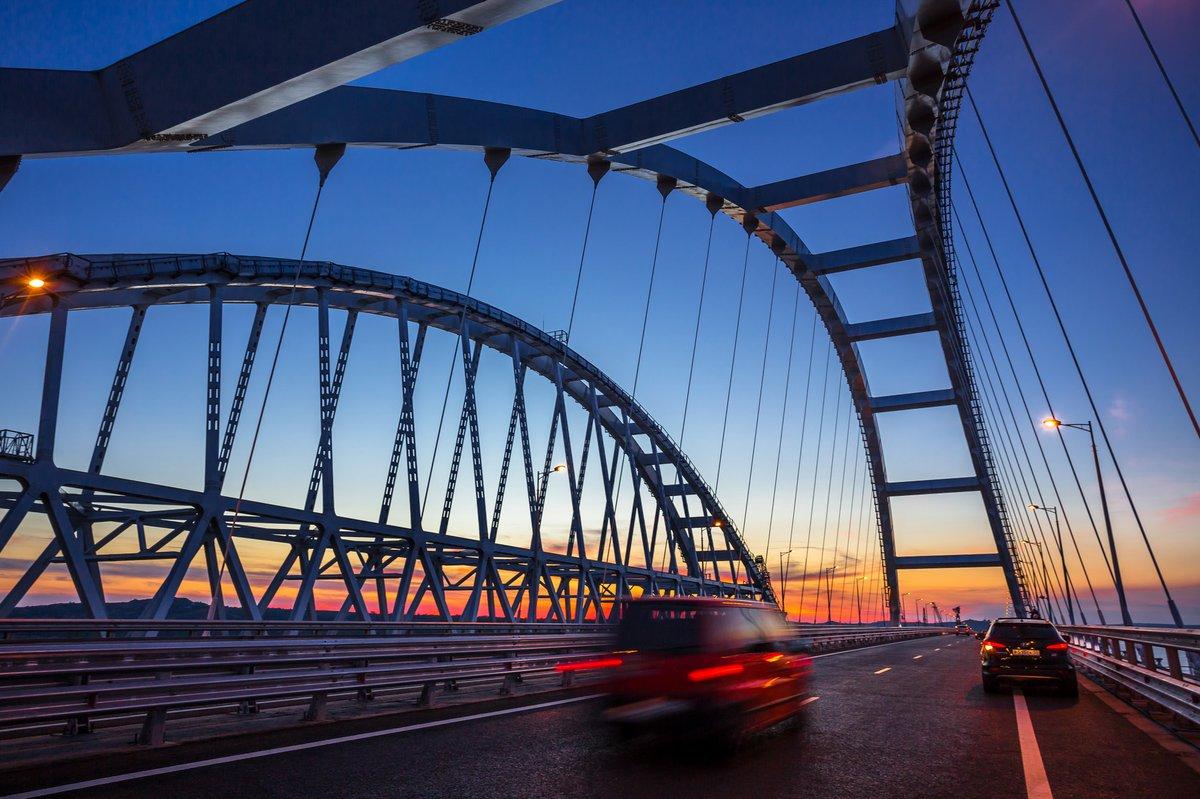Грузовое движение по ж/д части Крымского моста запустят в начале июля