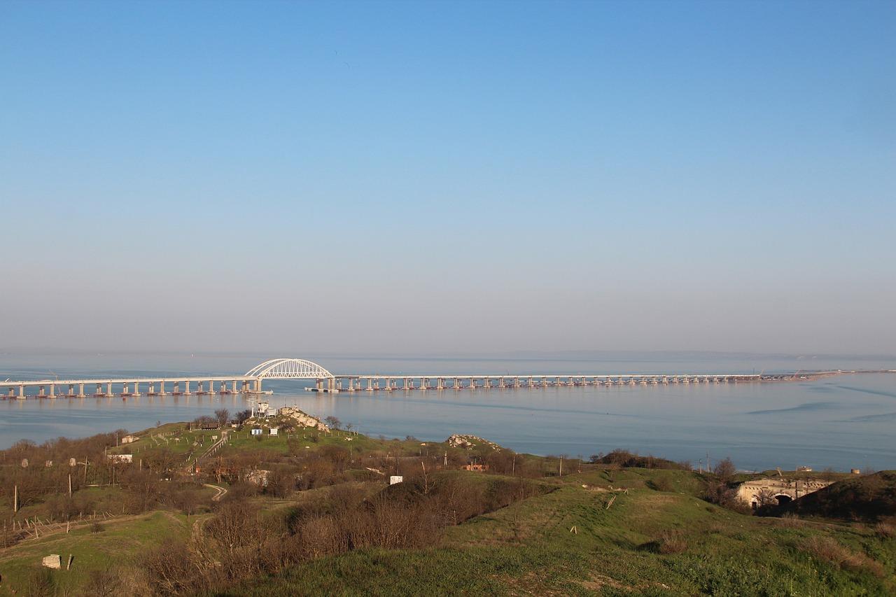 Сегодня по Крымскому мосту пройдут первые грузовые поезда