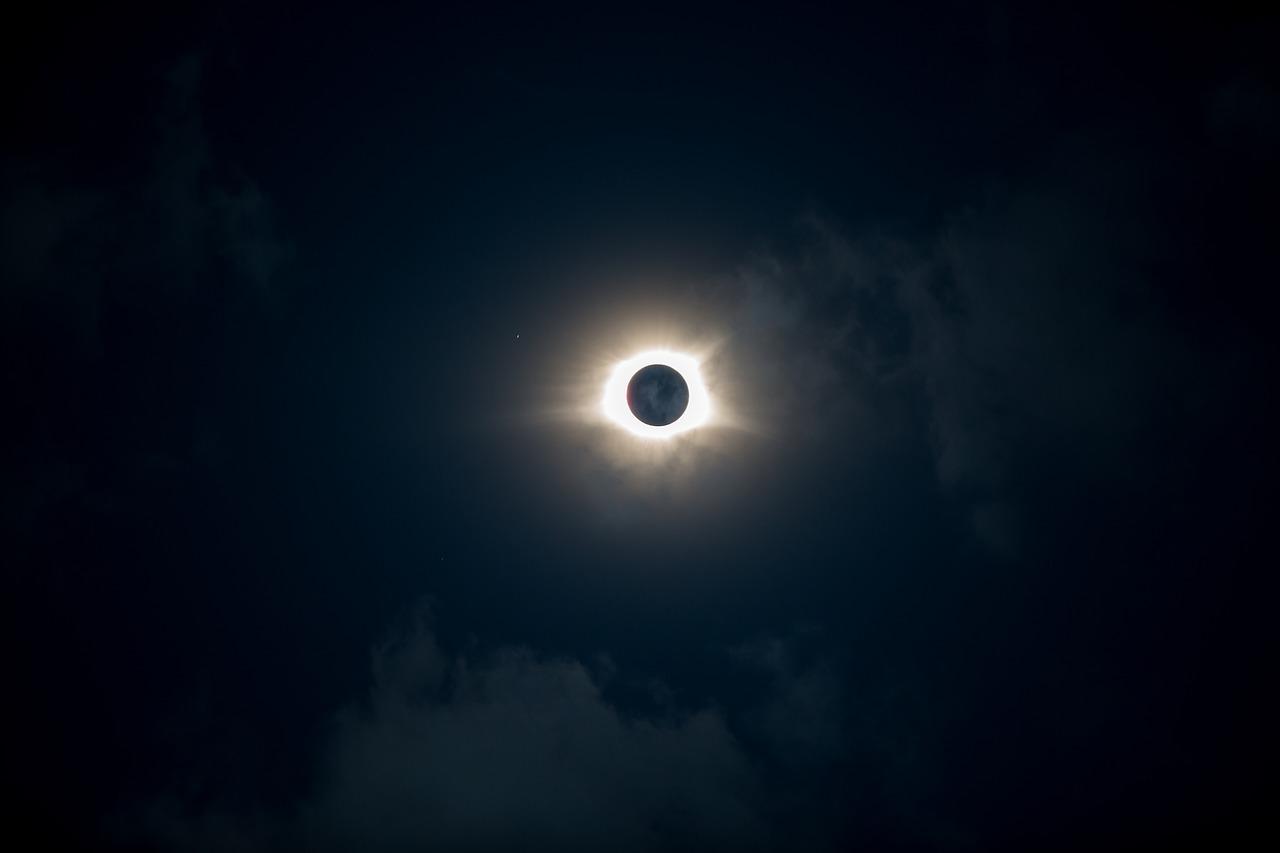 Жители Земли смогут увидеть уникальное обручевидное затмение