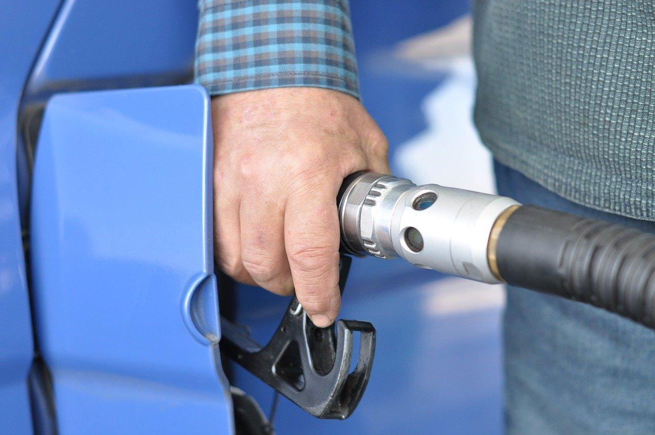 На крымских АЗС выросли цены на топливо