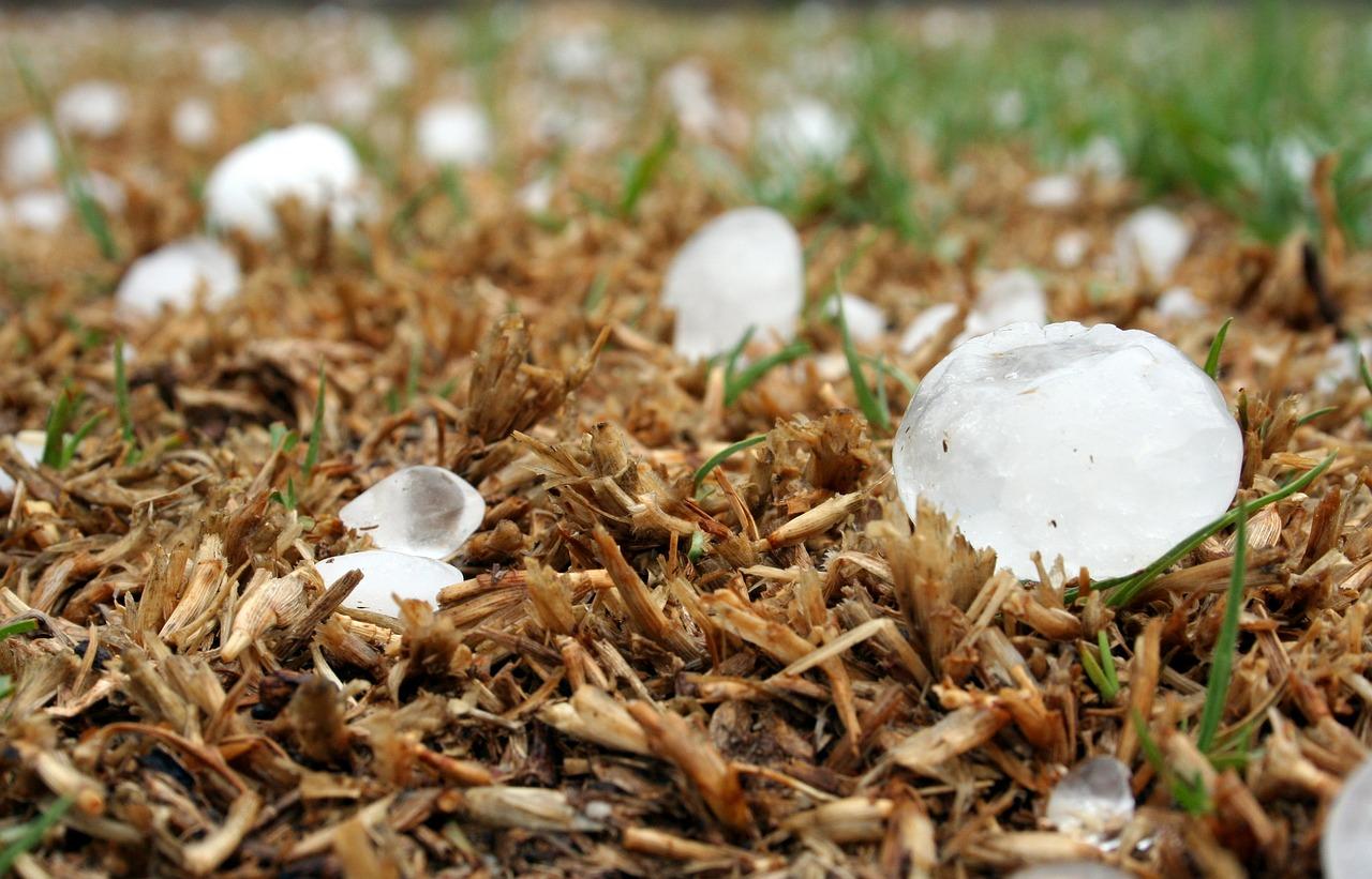 Ливни, грозы, град: МЧС предупреждает об ухудшении погоды на полуострове