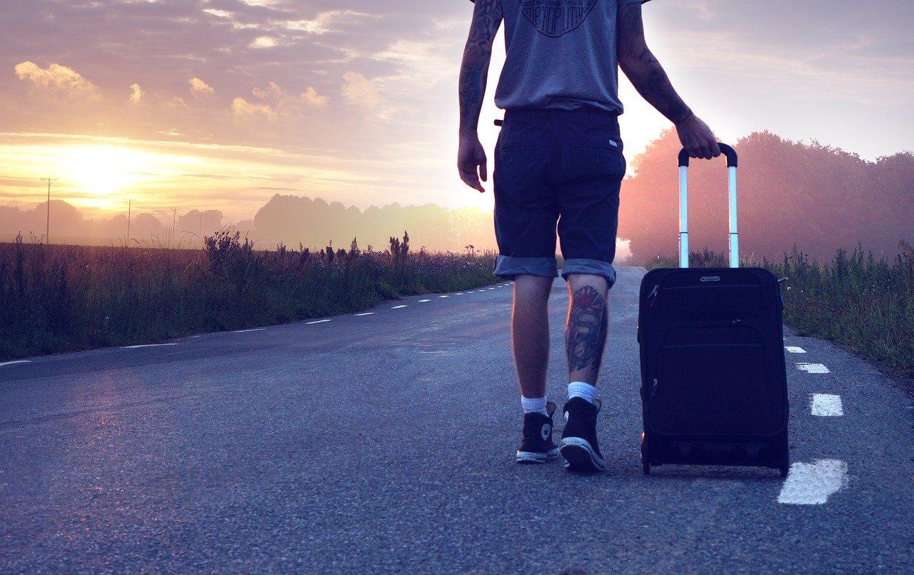 Аксенов разрешил туристам с 1 июля приезжать в Крым