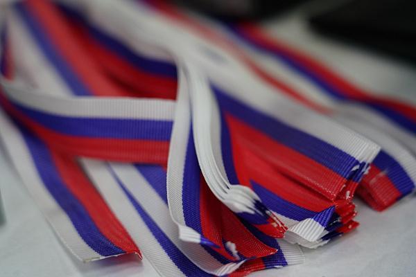 Где в Севастополе можно получить ленточки в цветах триколора