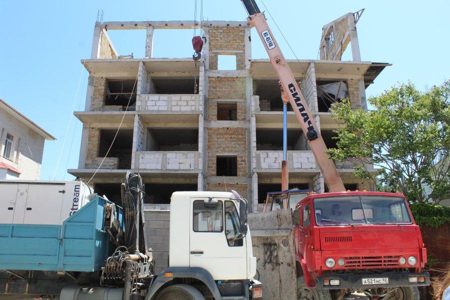 В Севастополе сносят незаконную пятиэтажку