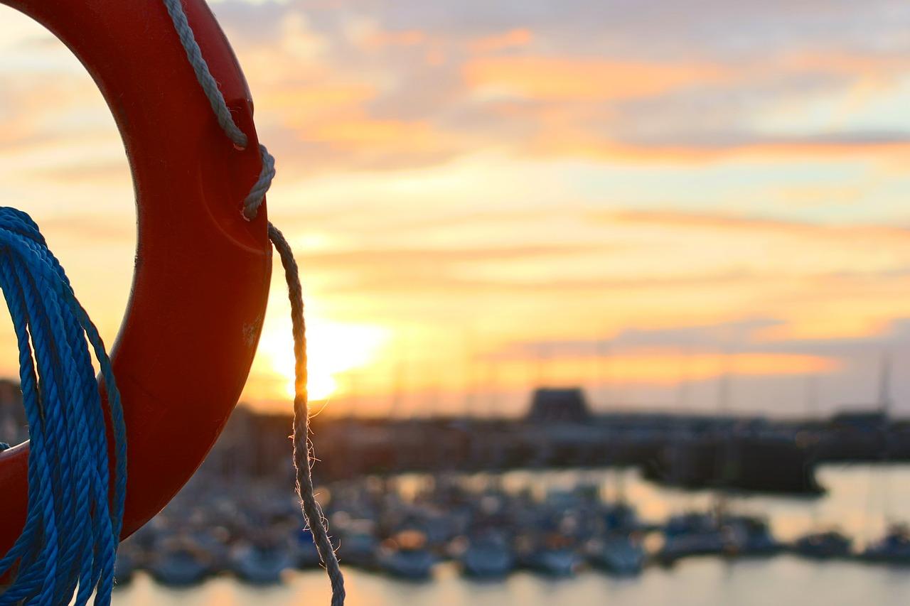 В Крыму мужчина погиб после прыжка с пирса в море