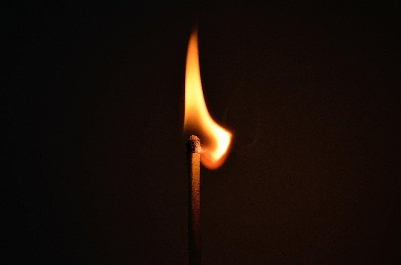 поджигал дом