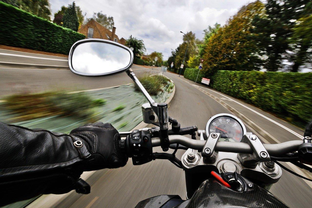 По Ялте рассекал пьяный мотоциклист