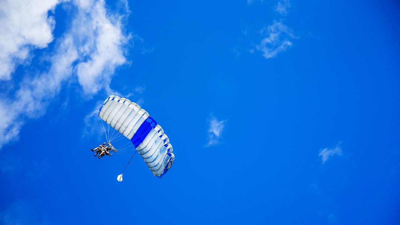 В Крыму парашютист сорвался с 80-метровой высоты