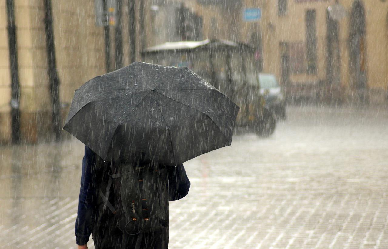 Во второй половине дня Симферополь накроет сильным ливнем с градом