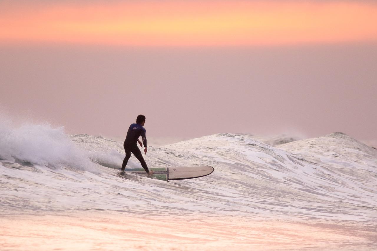 В Крыму едва не унесло в море двух серфингистов