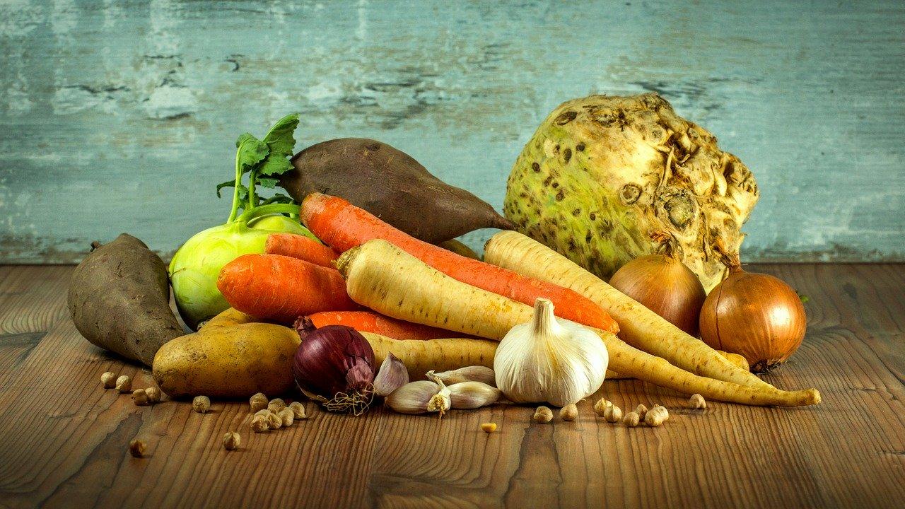 Эксперты назвали 10 опасных фруктов и овощей