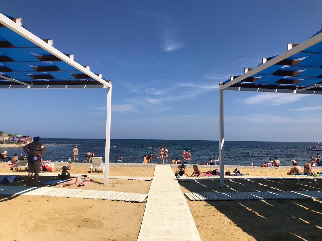 Пляж «Аквамарин» остается открытым для горожан