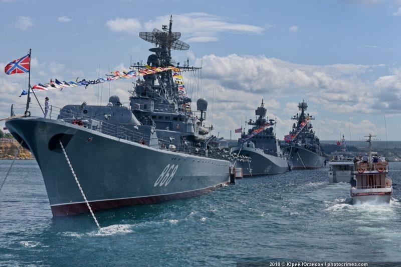В Севастополе выстраивают парадный строй кораблей Черноморского флота