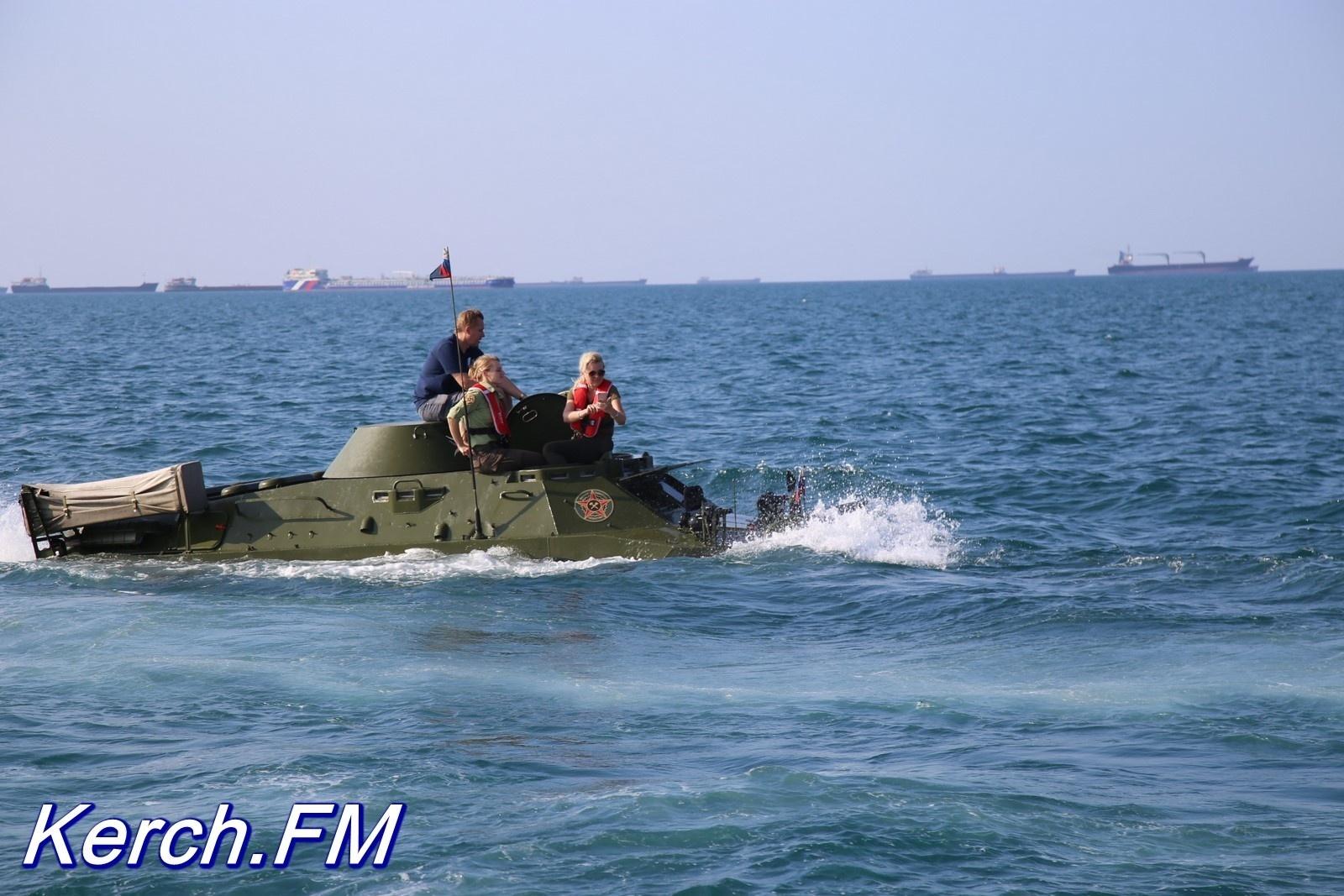 В Керченском проливе утонул БТР