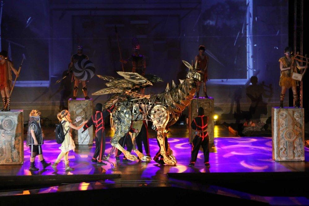 На сцене в Херсонесе представят обновленного «Грифона»