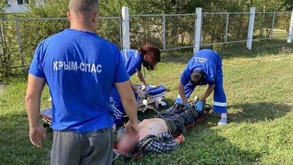 Туристы заблудились в крымском лесу и нашли мужчину без сознания