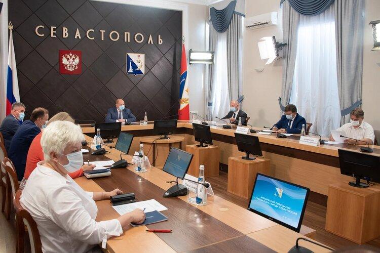 Вагон жалоб: в Севастополе поручили навести порядок на пляжах