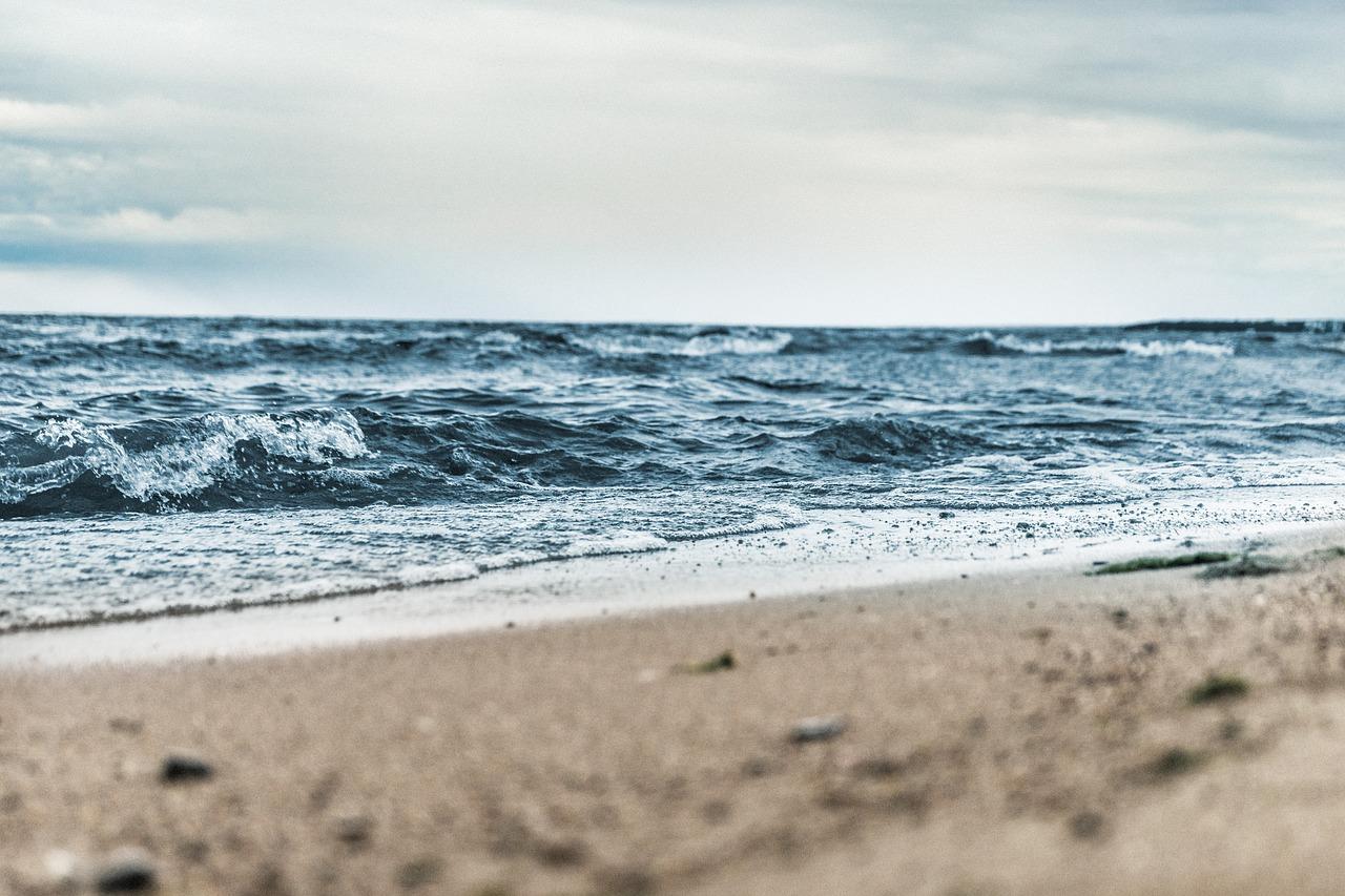 Море у берегов Керчи покрыло масляное пятно