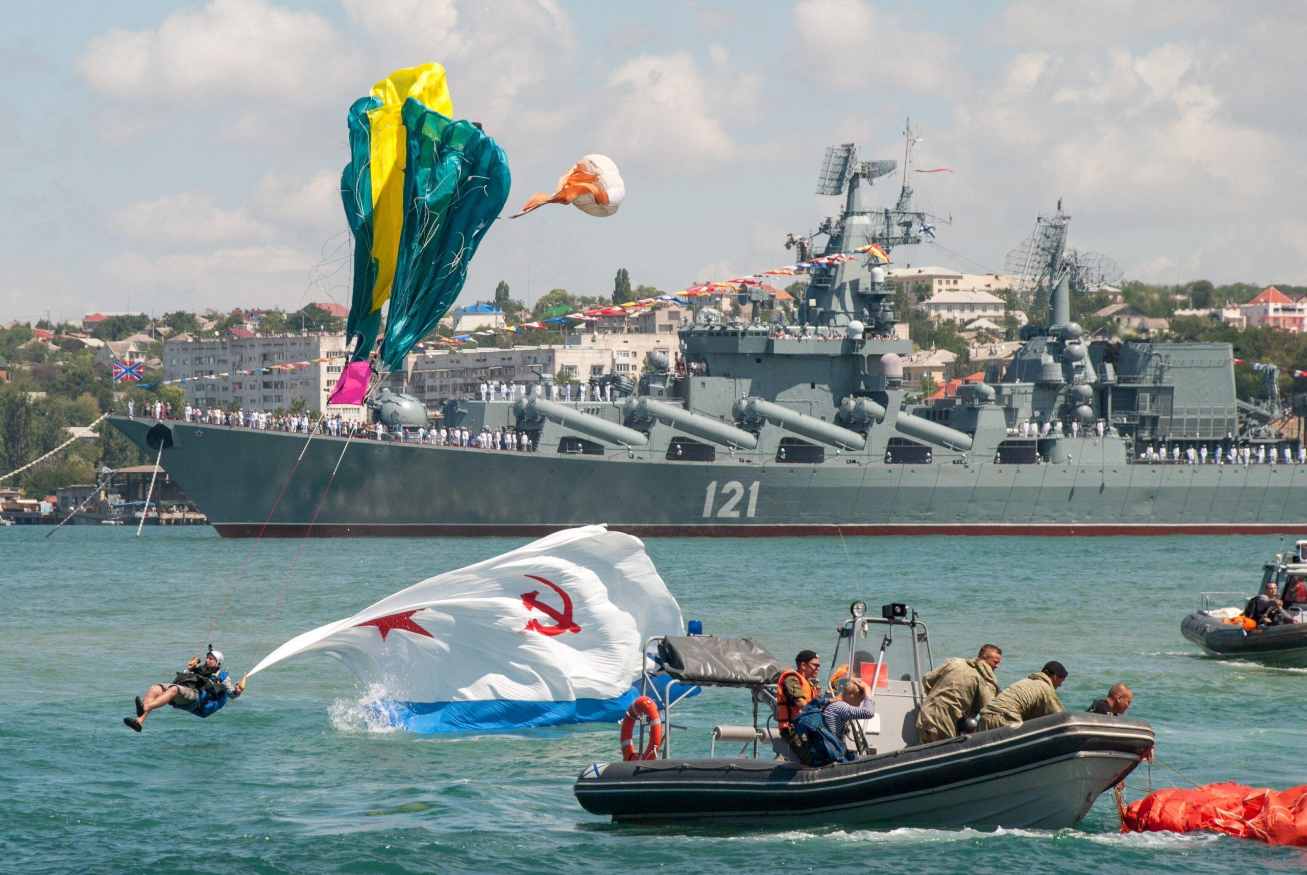 Севастополь празднует День ВМФ