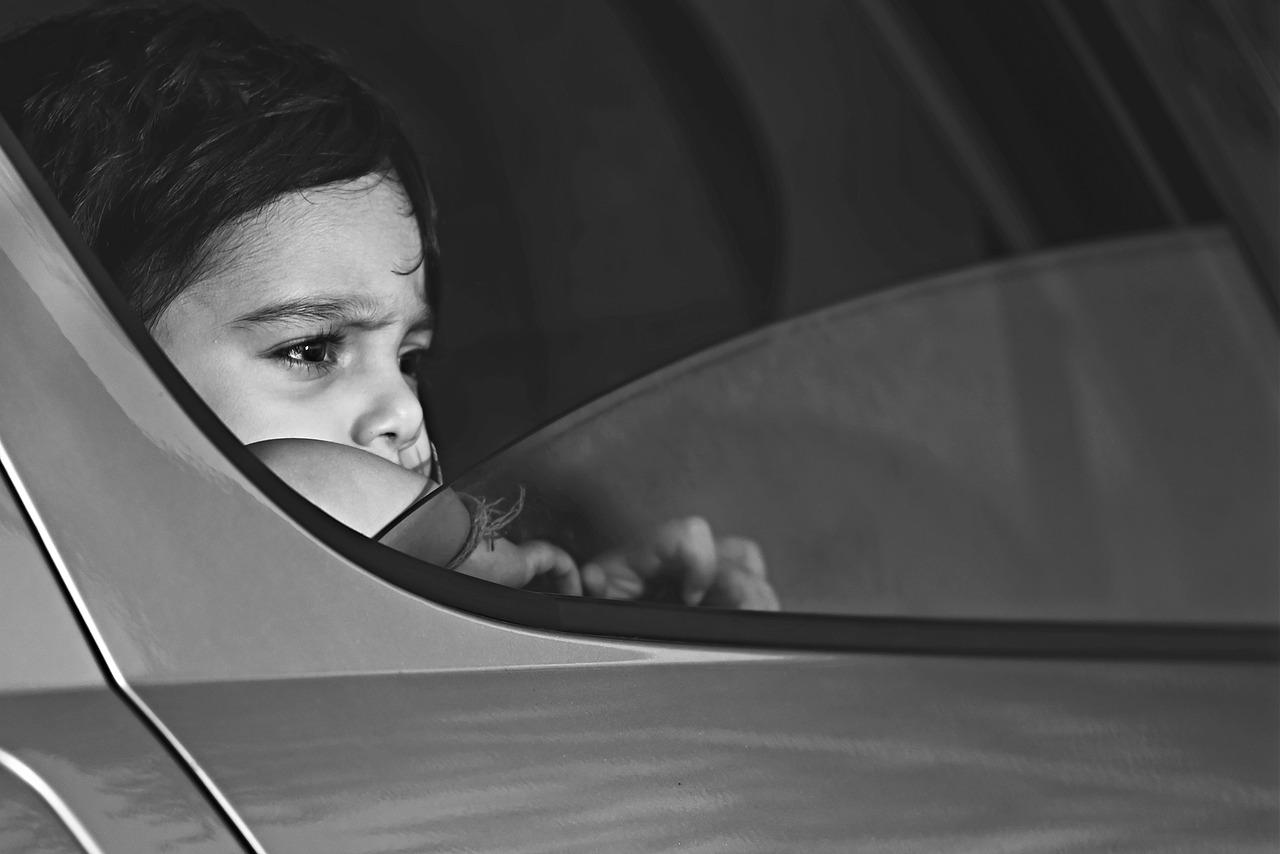 В Крыму родители заперли годовалого ребенка в машине и пошли по магазинам