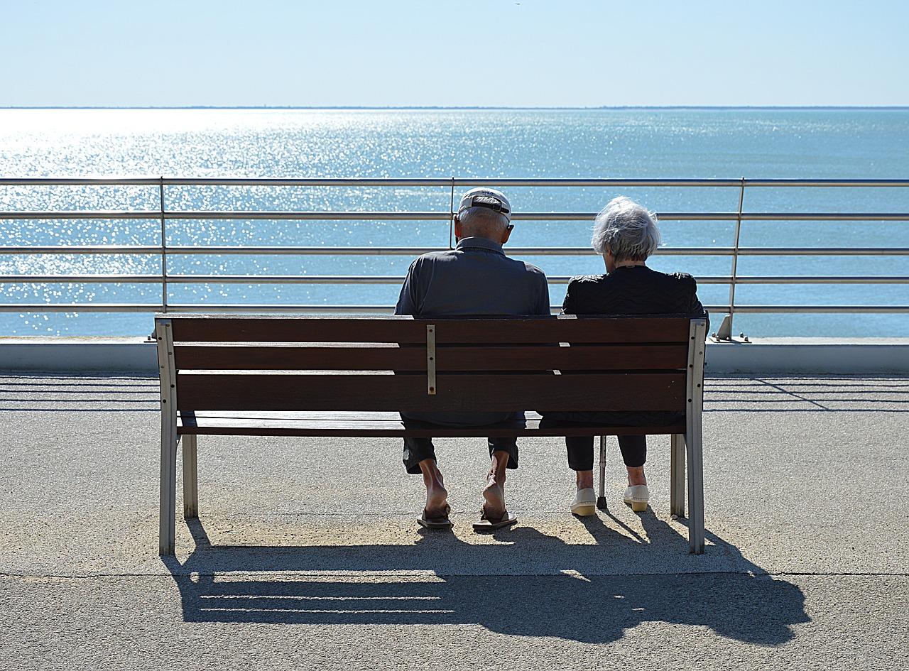 За годы совместной жизни: какие доплаты положены супругам