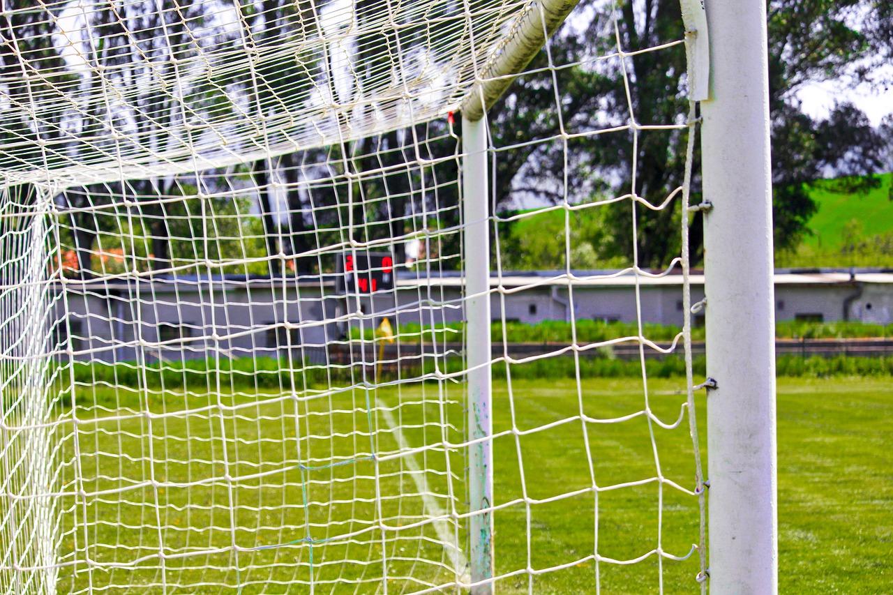 Появились подробности падения футбольных ворот на ребенка