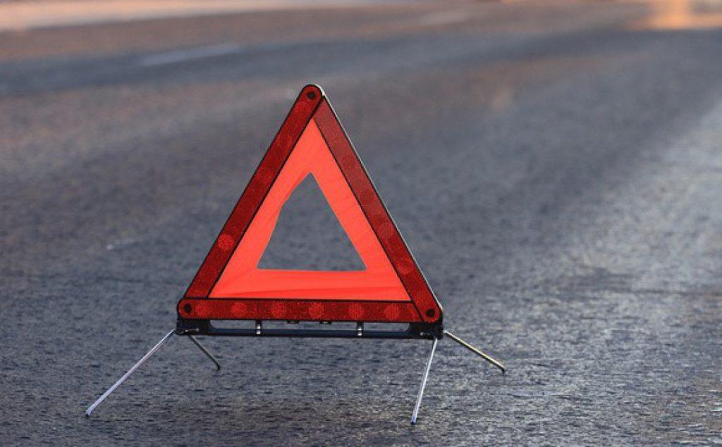 В страшной аварии на крымской трассе погиб мопедист